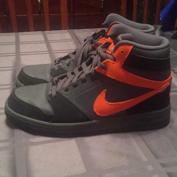 Nike Shoes   Size Barley Worn Nike High